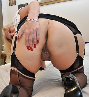 nude pics of mature woman in heels