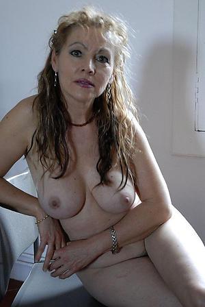 uninhabited housewife porn pics