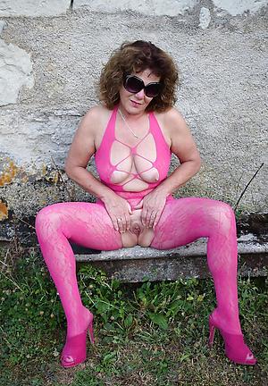 xxx mature women with sexy legs