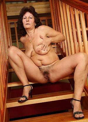 nude pics of mature women with sexy legs