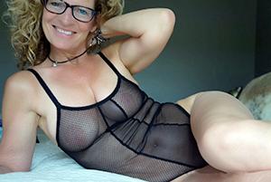 mature in lingerie free pics