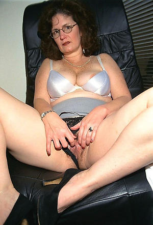 amateur older women masturbating