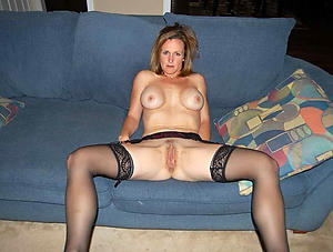 moms pussy posing nude