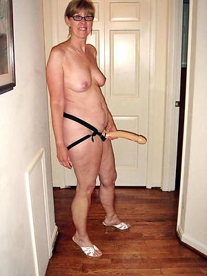 scanty pics of mature amateur moms