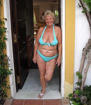 nude pics be required of curvy women in bikinis