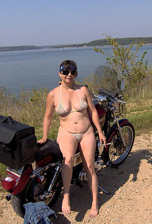naked sexy women in bikini