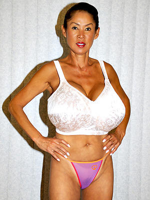 hot sexy asian women posing denude