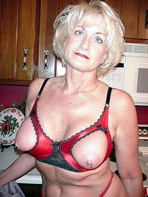 nude lovely blond women