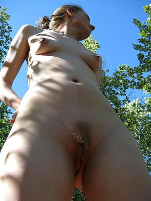 hatless mature women outdoors porn pics