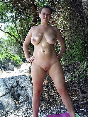 nude women outdoors
