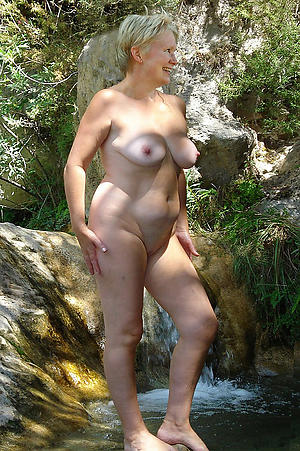 nasty open-air mature pussy