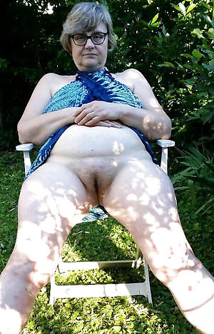 outdoor mature pussy porn pictures