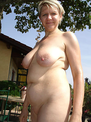 xxx pictures of old ladies outdoors