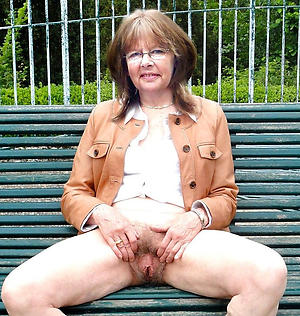 nude pics of mature outdoor pussy