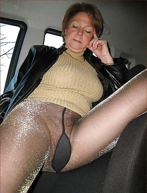 busty amateur grown up in pantyhose