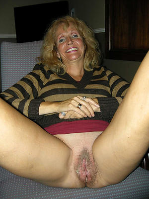 granny shaved pussy posing nude