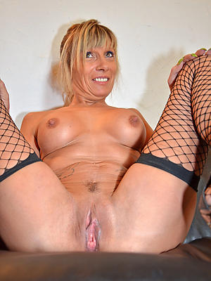 xxx granny broad in the beam clit pussy