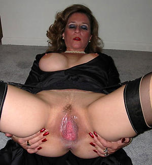 aged women pussy posing nude