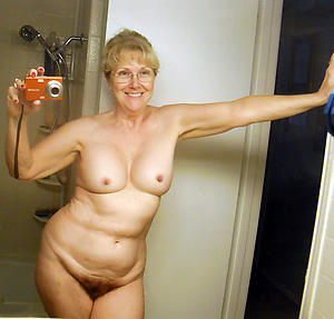 selfie hot wife posing starkers