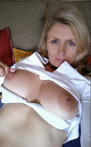 amateur mature selfie masturbation