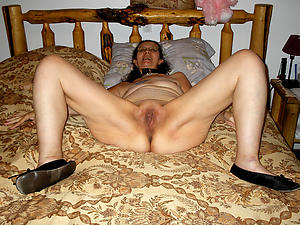nude mature shaved pussy