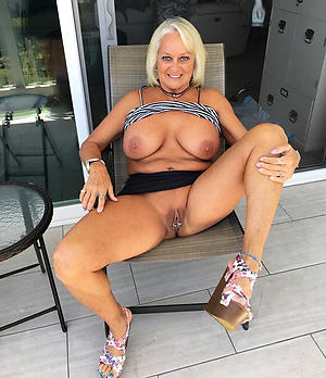 naked grown-up shaved pussy