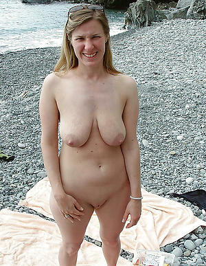 mature shaved pussy be in love with posing nude