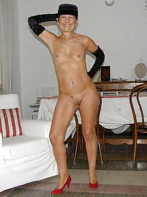 small pair naked women posing