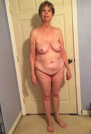hot solo women posing uncovered