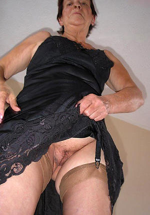 nude mature wife upskirt