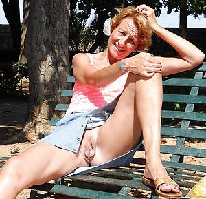 mature lady upskirt sex pics