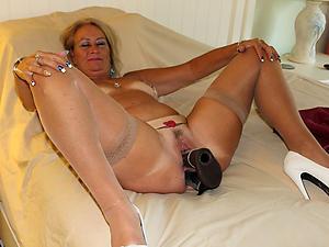 xxx pictures of old lady masturbates