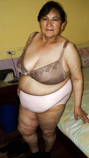 bbw fat granny love posing nude