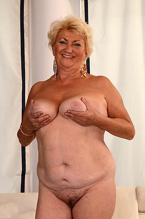 free bbw granny posing nude