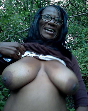 nude ebony mature pussy