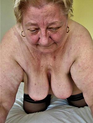 doyen milf posing nude