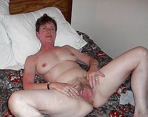 old descendant vagina posing nude
