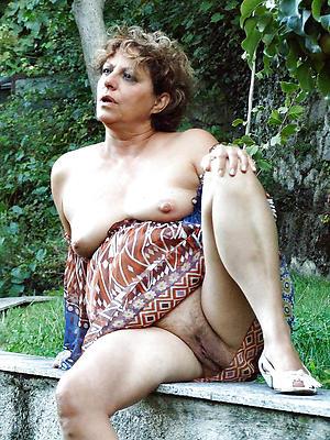 busty mature vulva pics