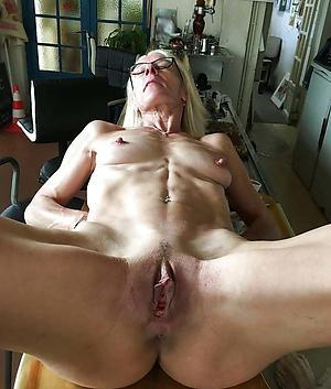 beautiful vulvas love posing nude
