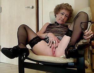 woman vulva posing nude