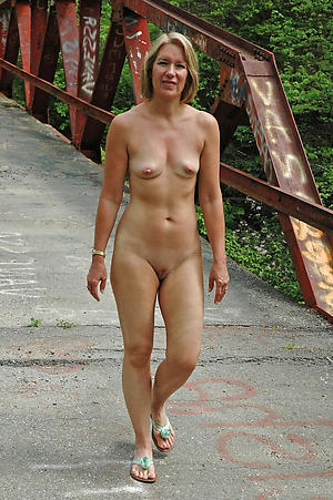 mature stripped legs homemade pics