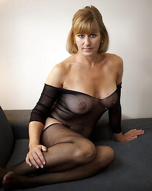 sexy grown up wife posing nude