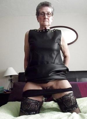 denude grannies with glasses amateur pics