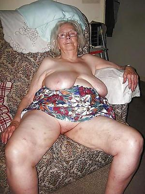 naughty mature fat saggy knockers nude pics