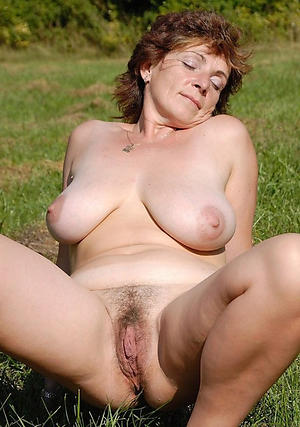 horny mature outdoor pussy nude pics