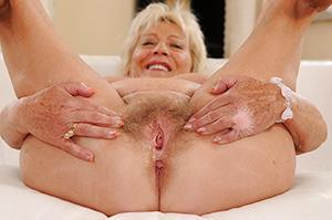 xxx soft granny pussy porn pic