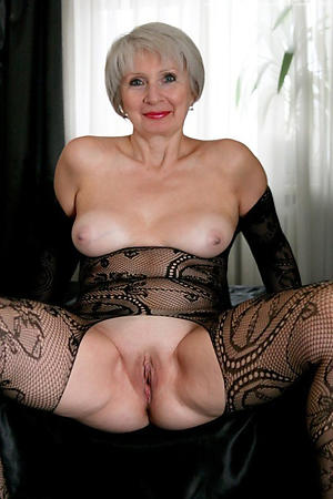 amateur granny with shaved pussy nude pic
