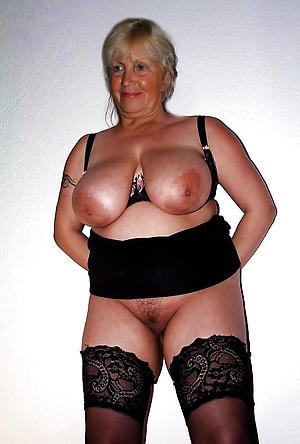 amateur older women upon big boobs nude pics