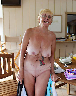 granny mature housewife pussy posing nude
