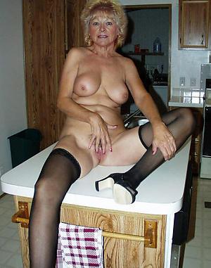 venerable housewife pussy Bohemian pics